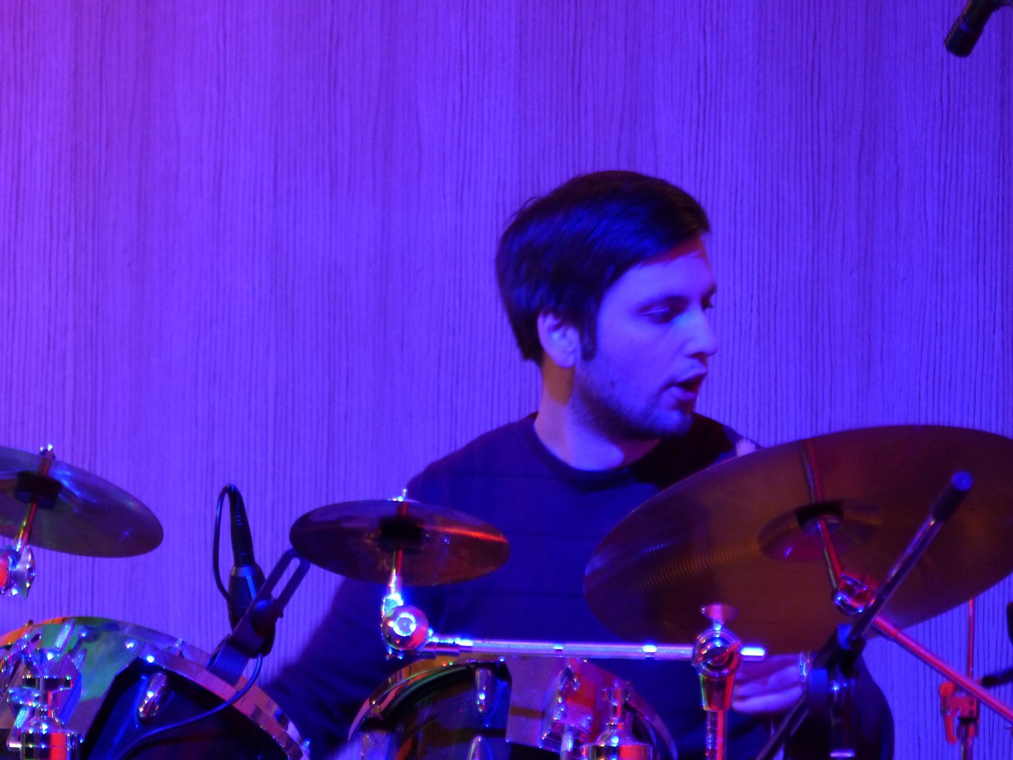 Der Schlagzeuger gibt den Takt an