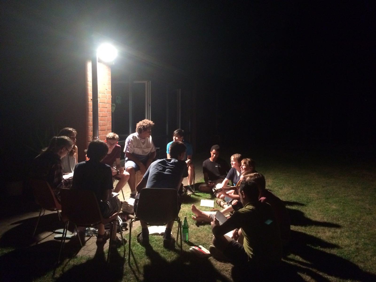 Abends noch gemütlich zusammensitzen und gemeinsam Lieder singen